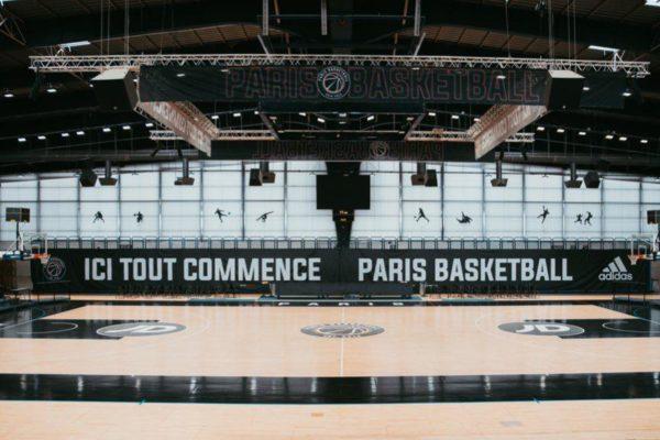 LE PARIS BASKETBALL PROPOSE DE PARTAGER LA HALLE CARPENTIER AVEC UN CENTRE DE VACCINATION.